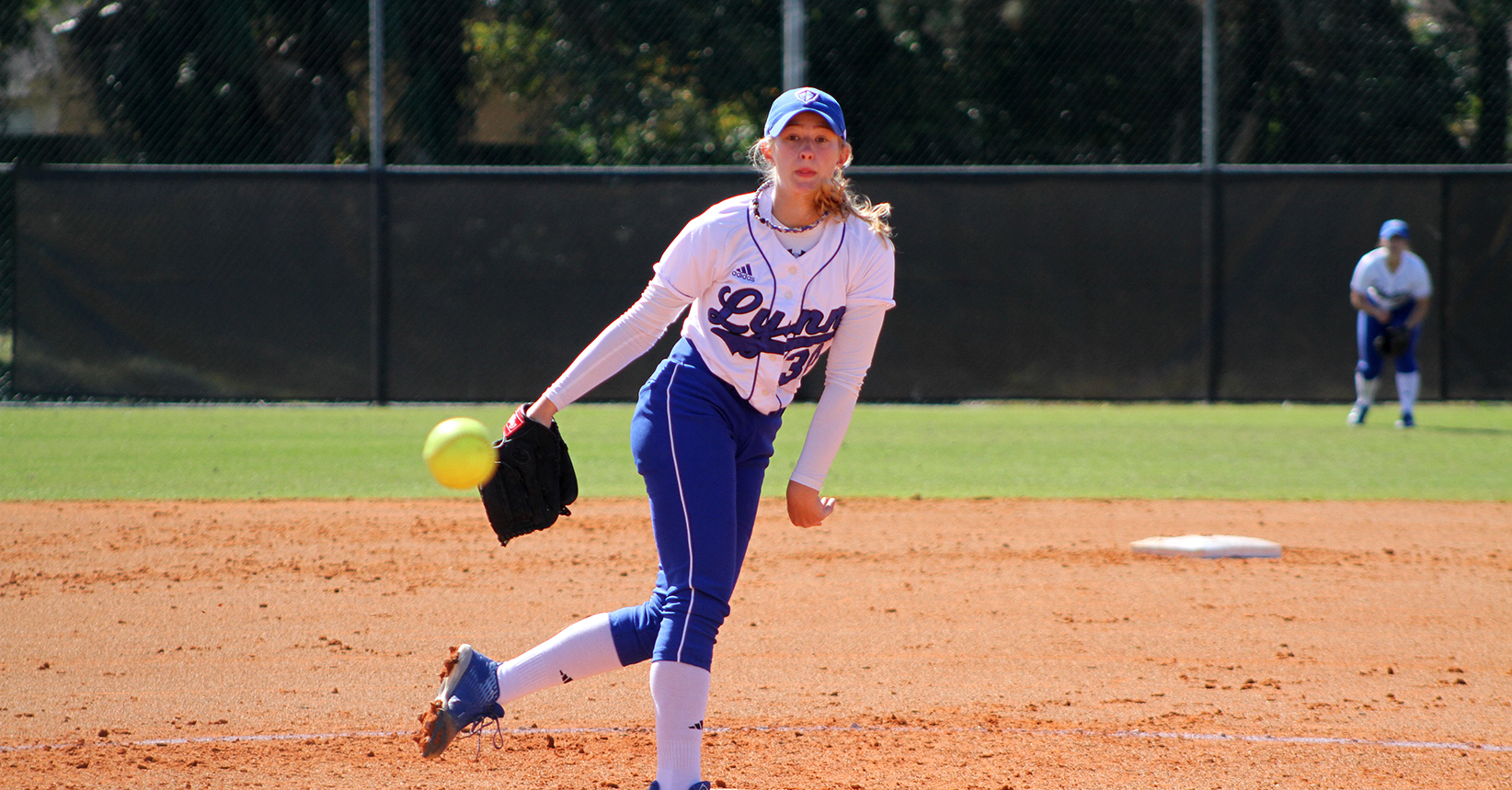 Softball Pioneers Past Panthers