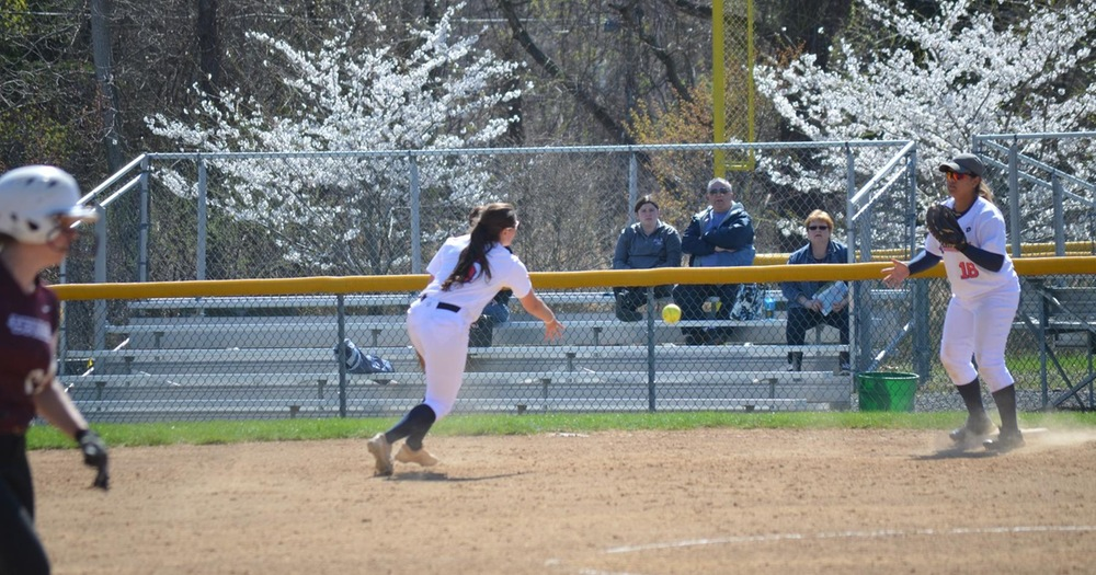 Softball Splits With Concordia College Clippers