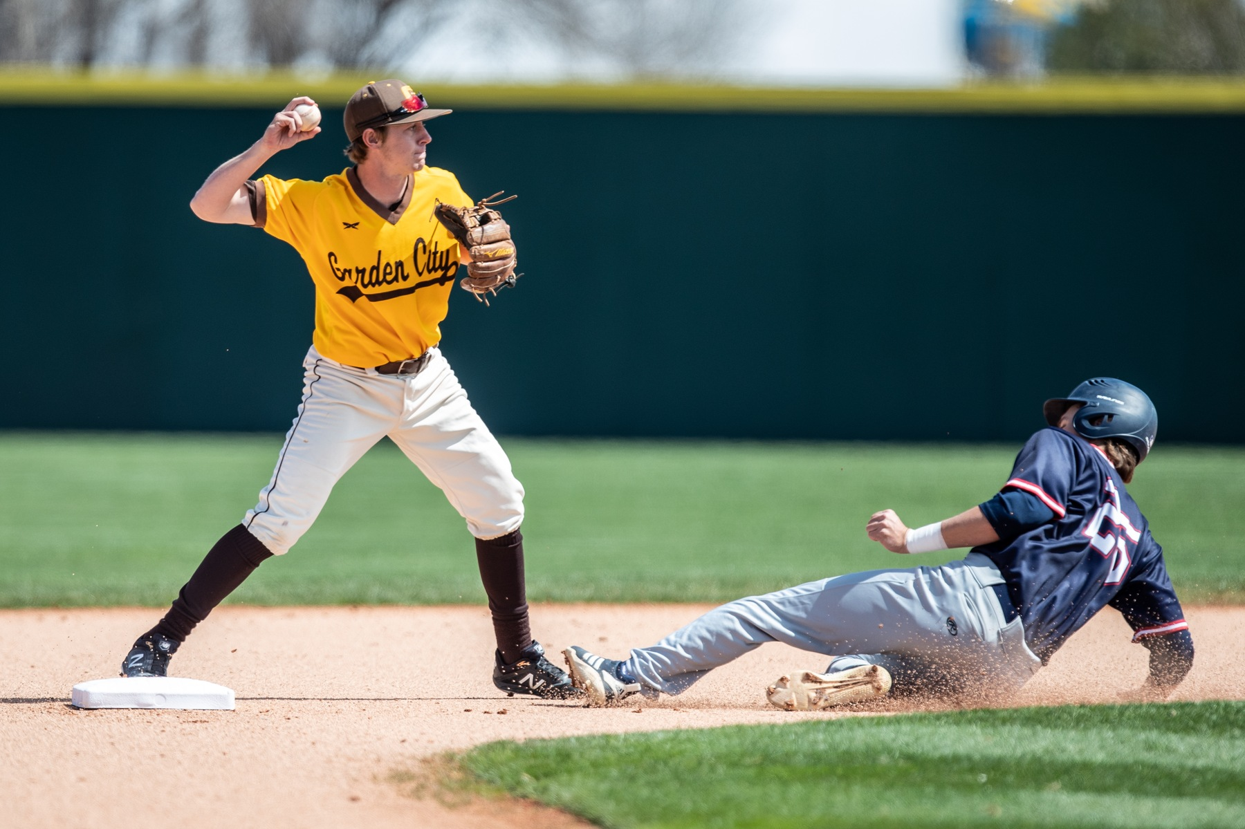 Garden City pushes past Hutch in game three