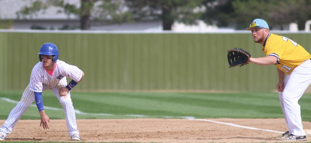 Tiger baseball splits doubleheader against Briar Cliff
