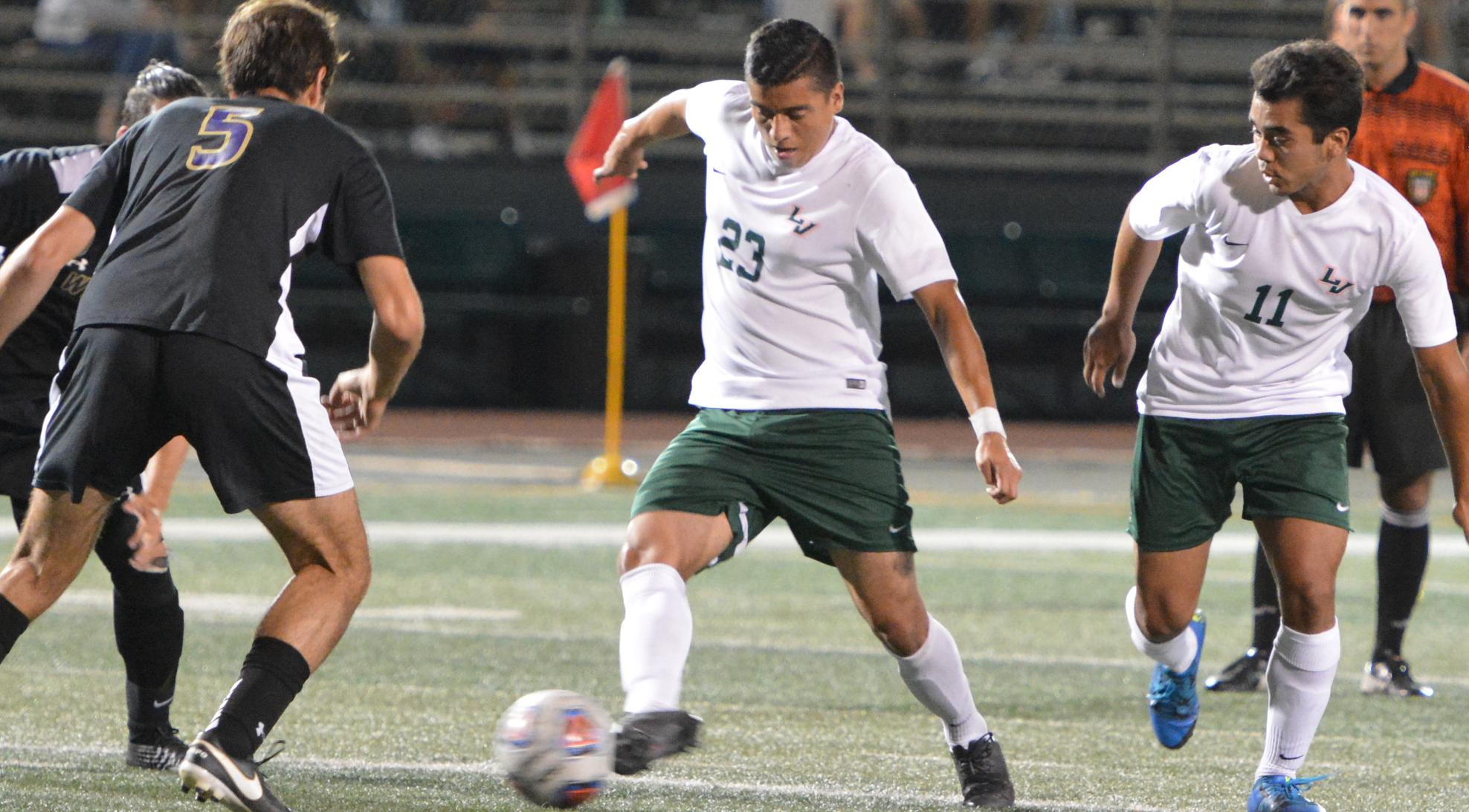 Men's Soccer throttles Whittier, 3-0