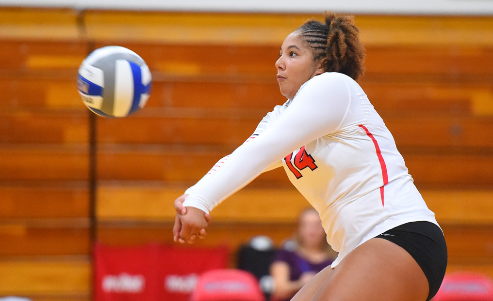 Volleyball Falls 3-0 at SVC