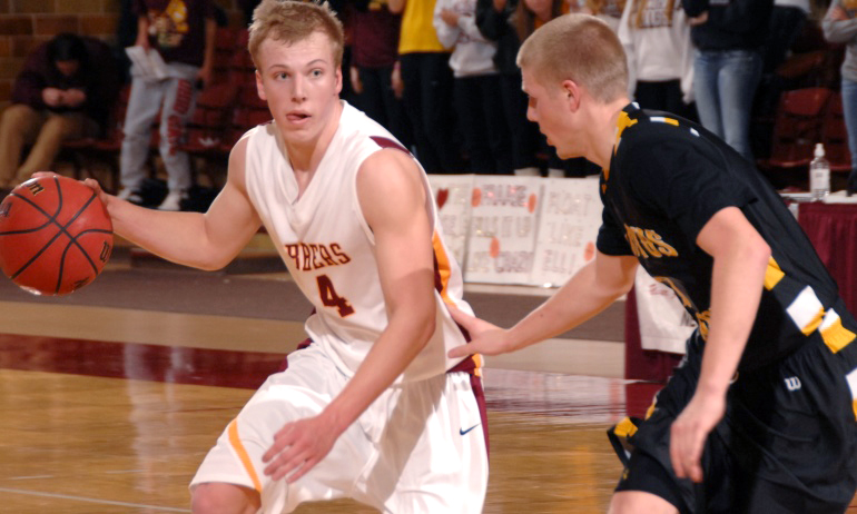 Junior Tom Fraase had a season-high 15 points in the Cobbers' win over Simpson.