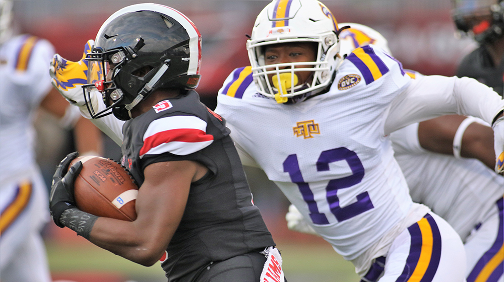 Golden Eagles falter on APSU's Homecoming