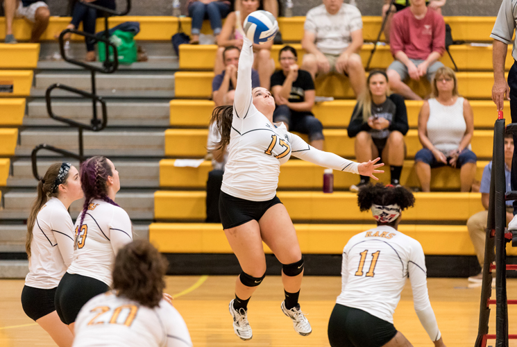 Volleyball Opens MASCAC Action with 3-0 Victory at MCLA