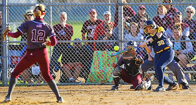 Eagles take a pair of one-run wins over Blugolds softball