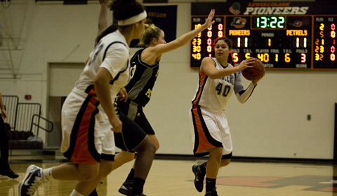 All 16 Pioneers Play in #12 Women's Basketball's 78-53 Victory Over La Sierra