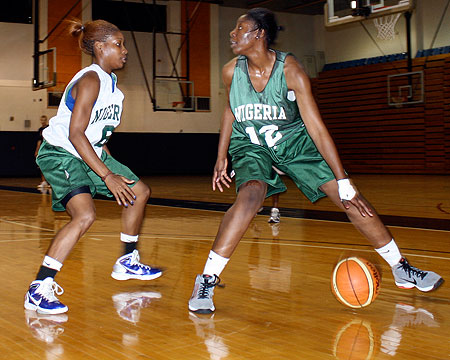 Ezine Kalu guards Sandra Udobi in practice