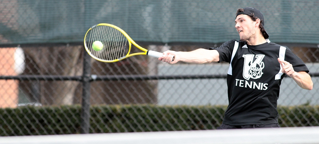 Men's Tennis Picks Up 5-2 Victory At Valparaiso, Clinches No. 2 Seed