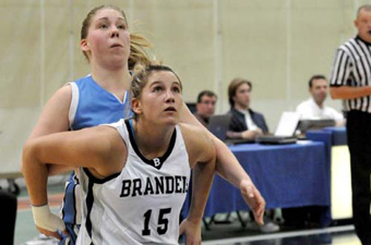 Cincotta nets 16, but women's hoops falls at Chicago, 74-61