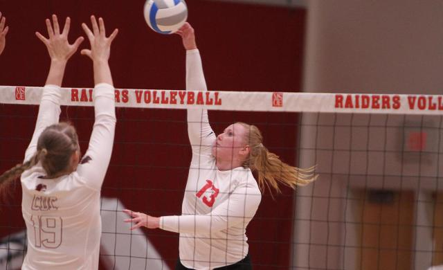 Women's Volleyball Downs Beloit to Open Invite