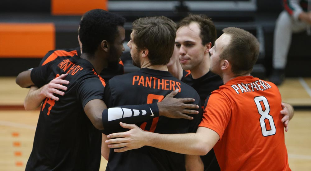 Men's volleyball tops Maranatha, falls to Fontbonne