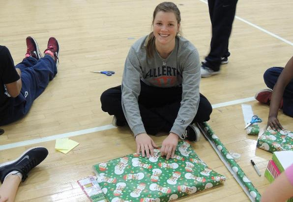 Women's Basketball Gives Back to The Community