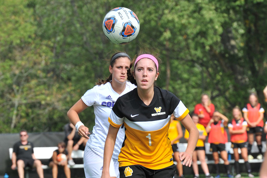 Late Goal Lifts Amherst Past Women's Soccer, 1-0