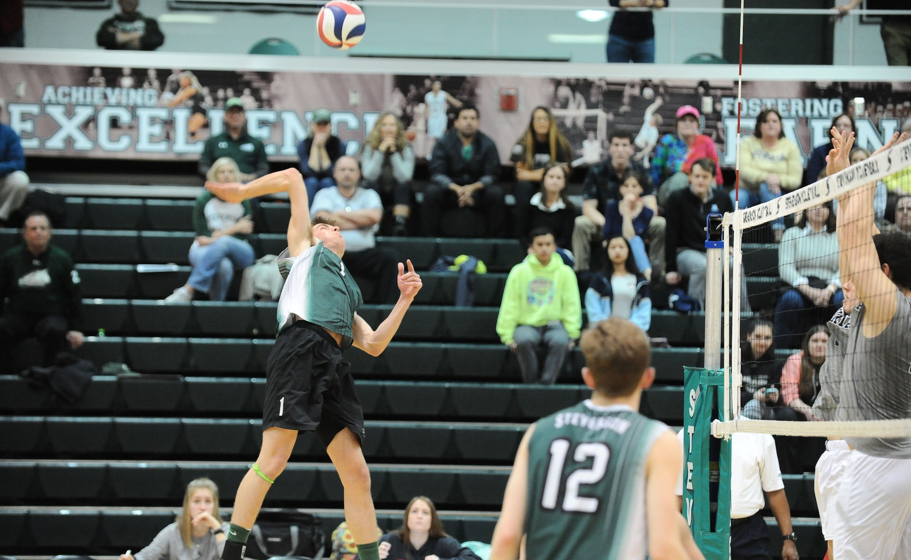 Shorts Leads Mustangs to Second Consecutive Straight Set Win