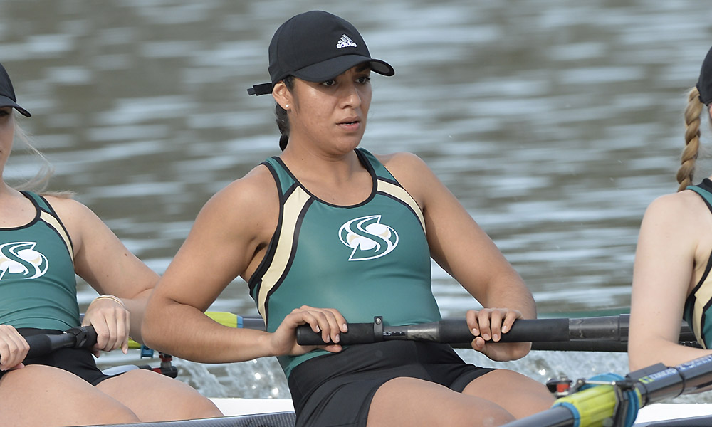ROWING'S ELENA GALVEZ RECEIVES THE DEAN'S HONOR AWARD FROM THE COLLEGE OF HEALTH AND HUMAN SERVICES