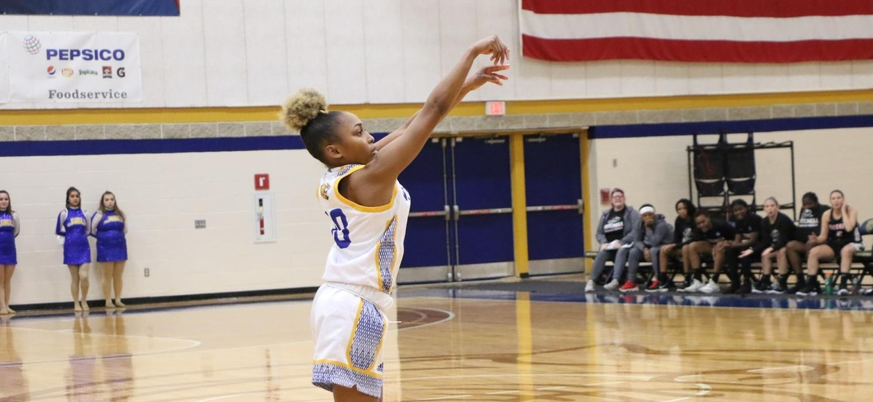 Women's Basketball Starts GNACtion With 64-57 Win over Lasell