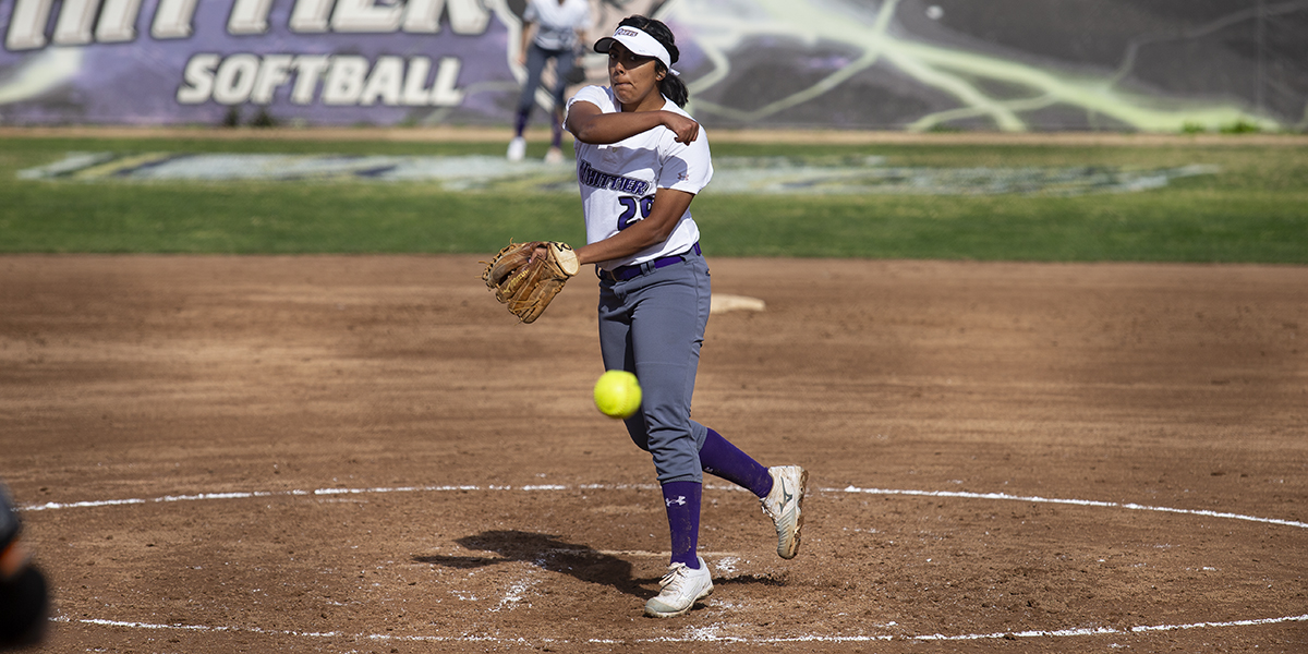 Softball ends week with split against Redlands