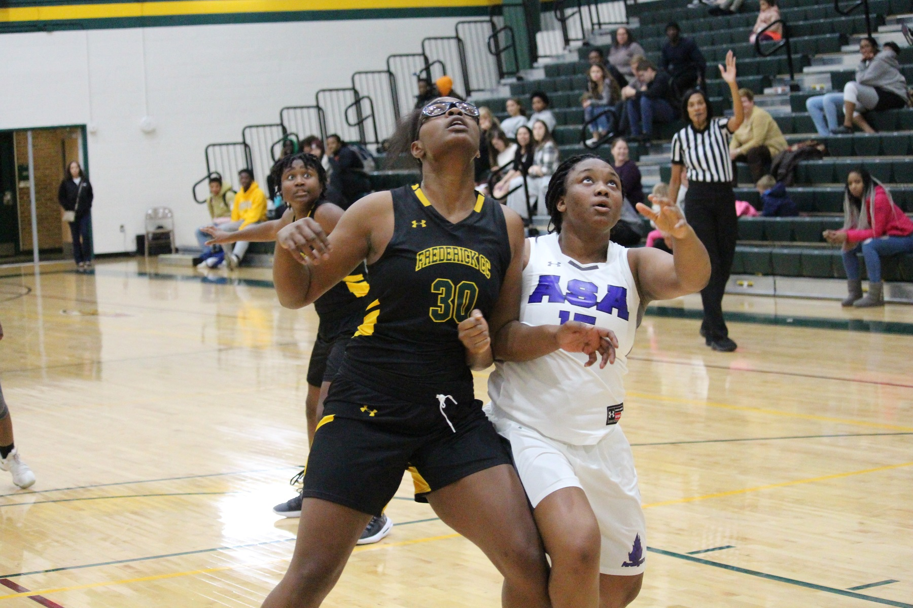Powell, Wade dominate in the paint as Cougars cruise to victory