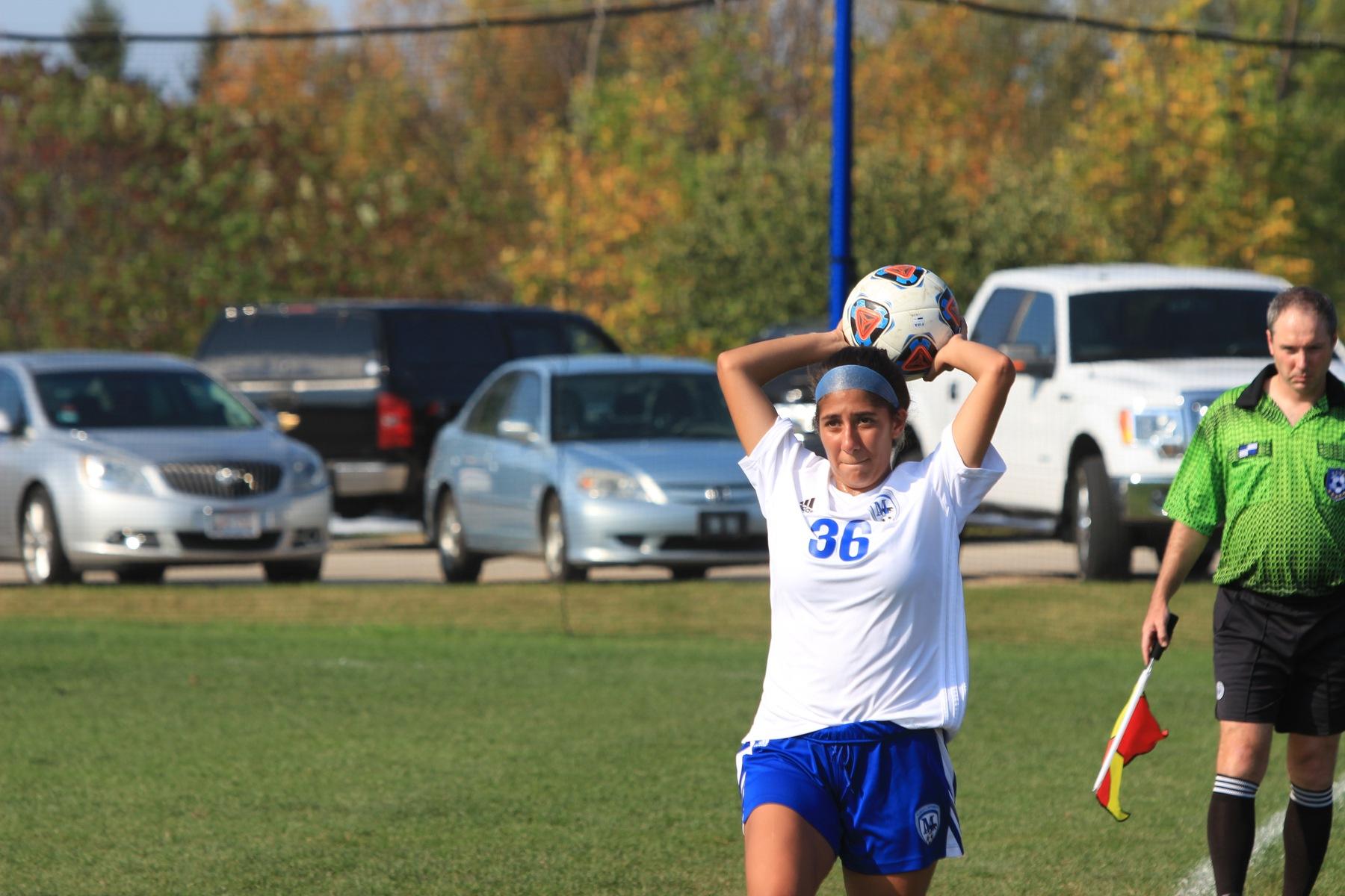 Valeria Orozco throws the ball in.