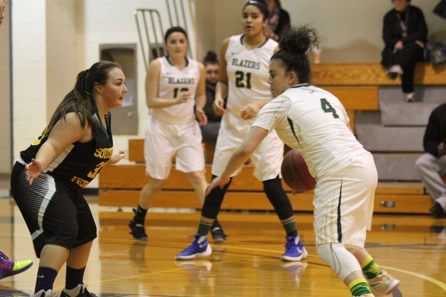 Women's Basketball Dismantles Southern Vermont
