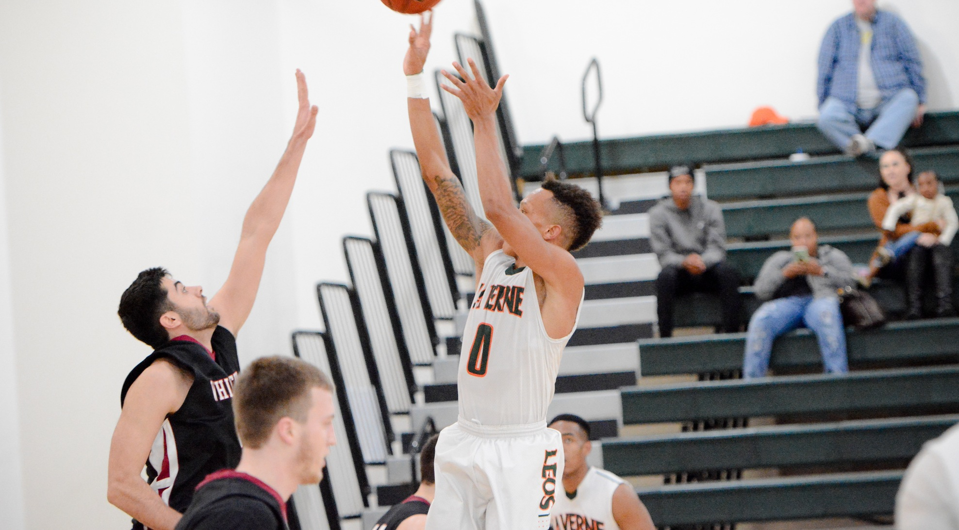Men's Basketball falls at Chapman, 81-68