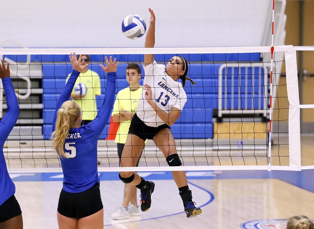 Women's Volleyball Drops Pair at Worcester City Tournament
