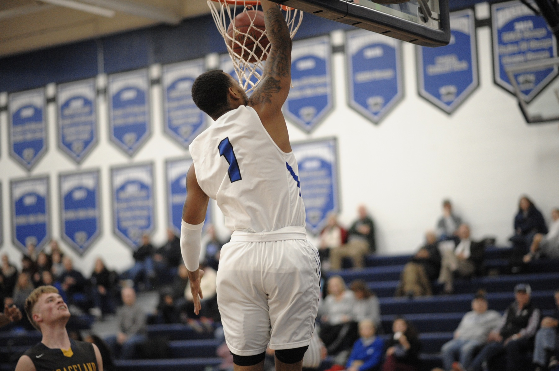 DMACC men's basketball team splits two games in Holiday Inn Reiver Classic