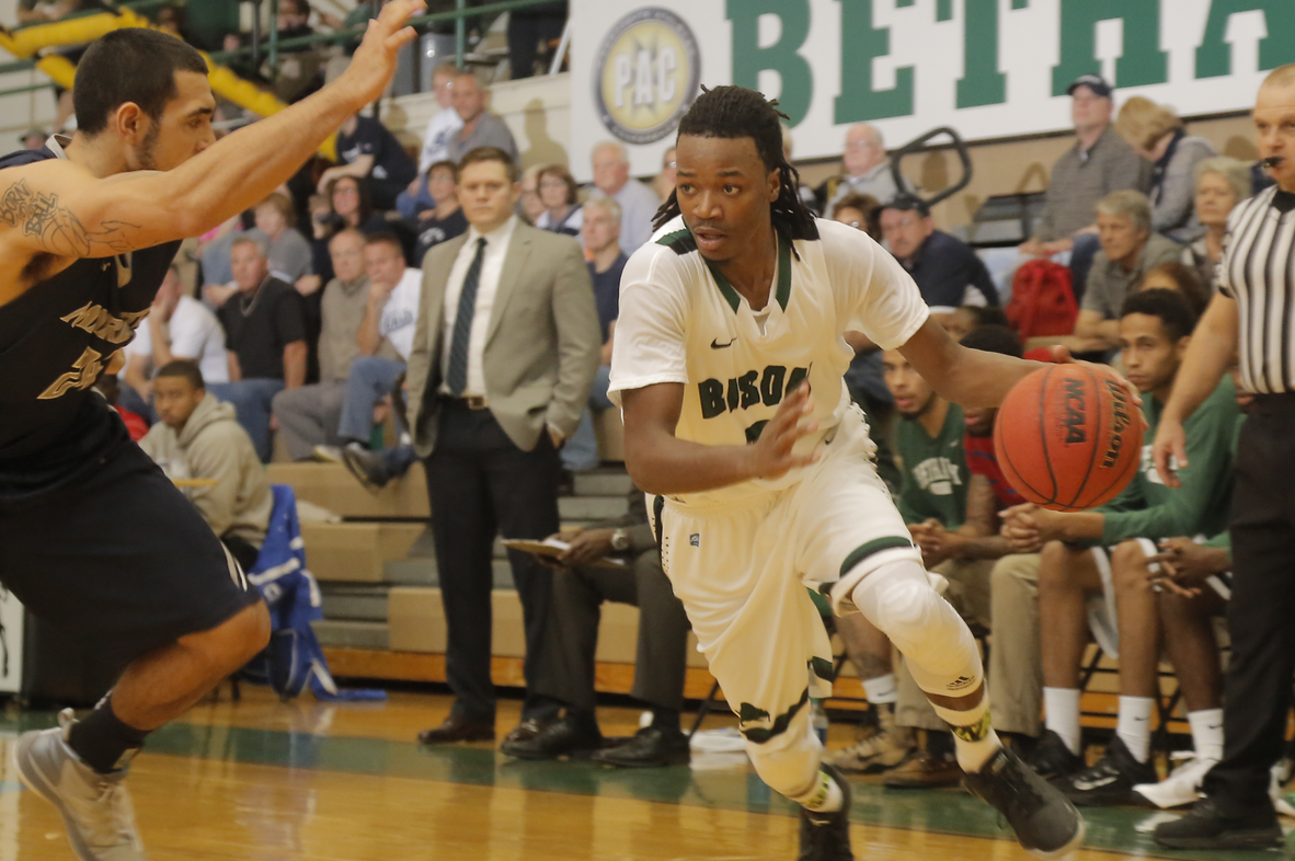 Men's basketball knocked off at No. 17 Marietta, 87-71