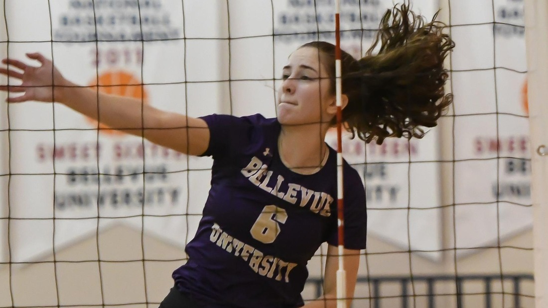 Andrea Carson pounded nine kills on 14 errorless swings for a .643 hitting percentage.