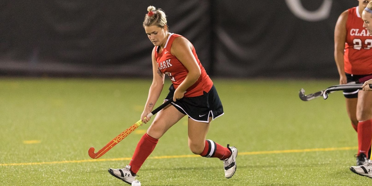 Field Hockey Blanks Becker, 2-0