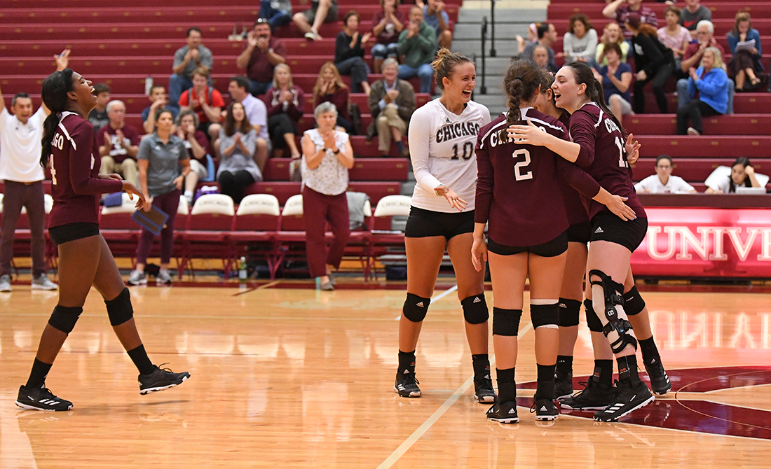 11 STRAIGHT: Volleyball Sweeps Elmhurst to Improve to 17-3