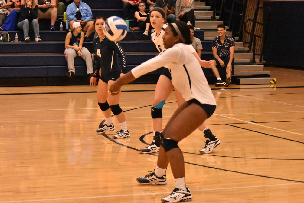 Sophomore Victoria Davis (Sahuaro HS) had a double-double of 11 kills and 10 digs but the Aztecs fall in straight sets at Arizona Western College 25-16, 25-14, 25-22. Pima falls to 4-9 overall and 2-3 in ACCAC conference play. Photo by Ben Carbajal.