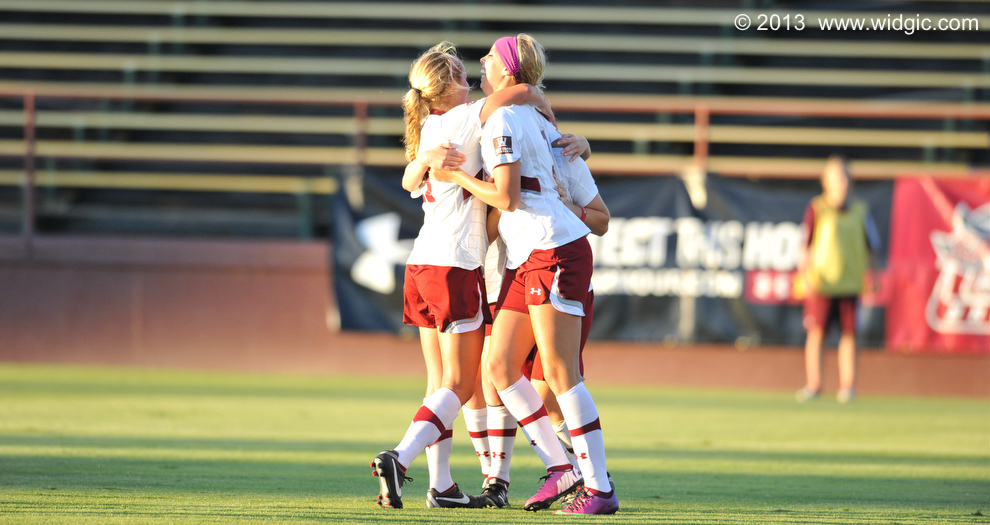 Women's Soccer Tops Long Beach State 4-0 Behind Early Goals