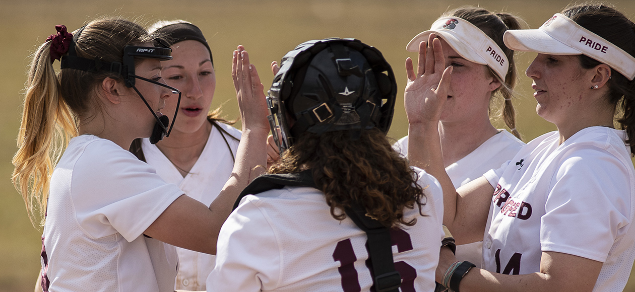 Softball Walks Off Against Amherst in Game One; Falls in Game Two to Force Split