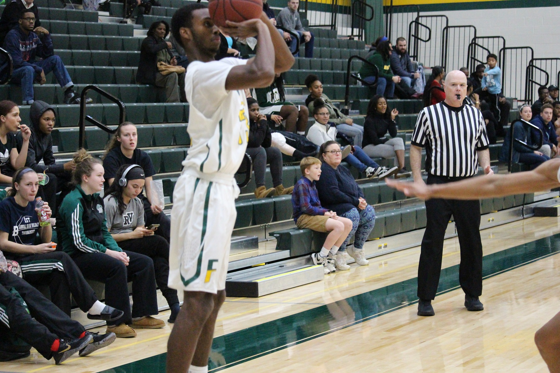 Cougars Close Out Conference Play With Win Over Lakers