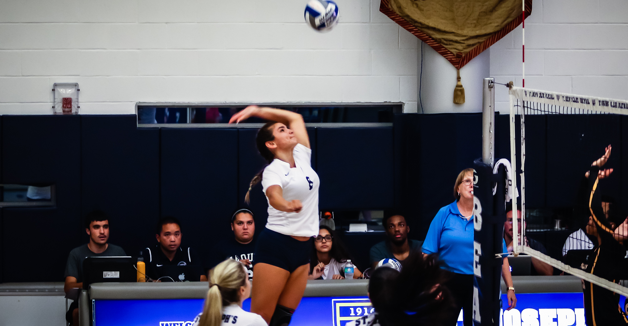 Women's Volleyball Rolls Past Medgar Evers in Straight Sets to Open 2017