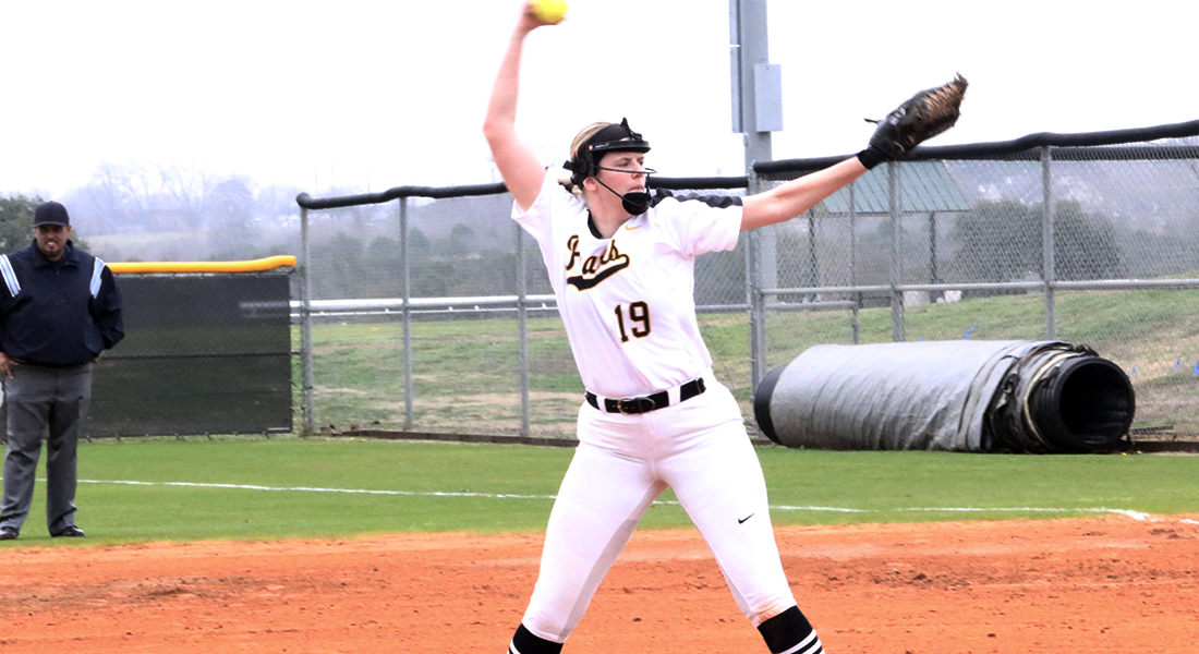 Softball Rides Winning Streak in 6-0 Season