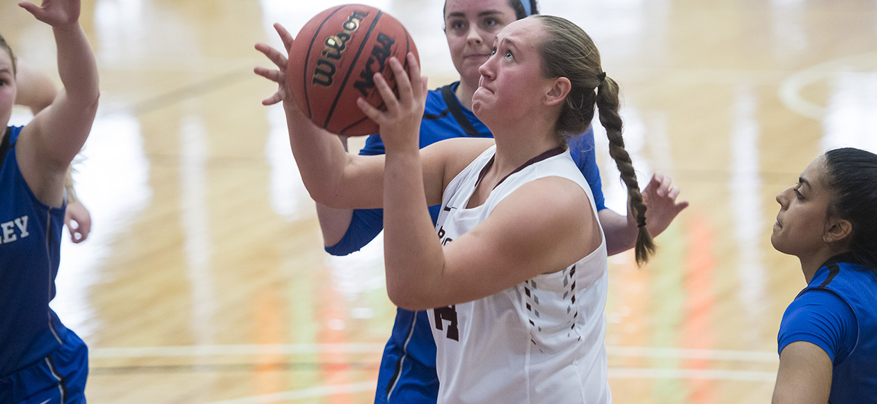 Women's Basketball Races Past Wheaton, 70-56, For Sixth-Straight Conference Win