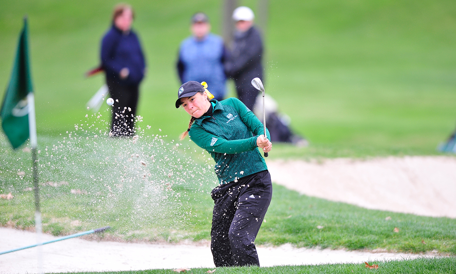BECKER TIES FOR THIRD; WOMEN'S GOLF FINISHES FOURTH AT THE GOLD RUSH
