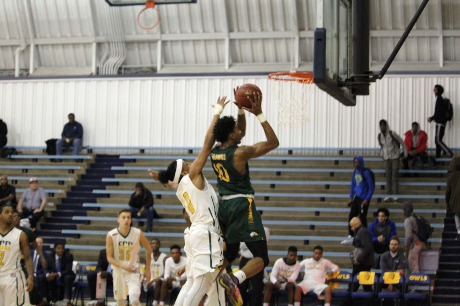 Men's Basketball: No. 6 Seahawks Fly Past No. 3 Cougars in 2OT Thriller