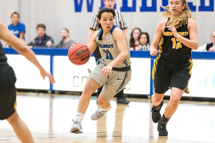 Senior Caitlin Aguirre was one of four Wellesley players to finish in double-figures (Frank Poulin).