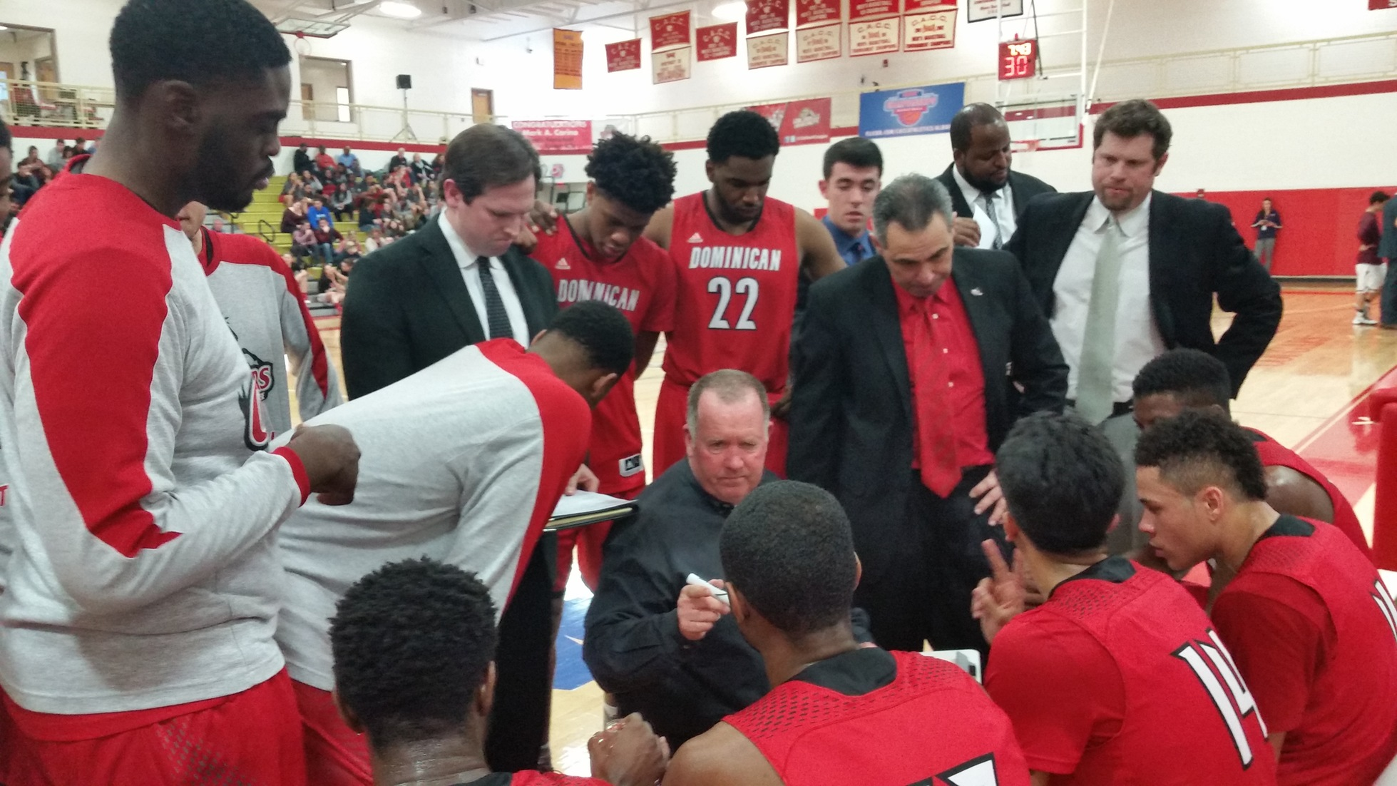 CHARGERS ADVANCE TO CACC MEN'S BASKETBALL CHAMPIONSHIP