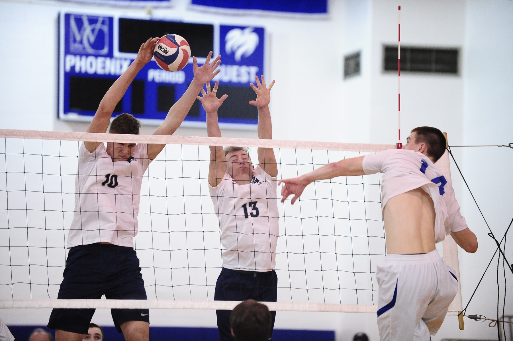 Men's Volleyball Downs Bard; Falls to No. 3 Vassar