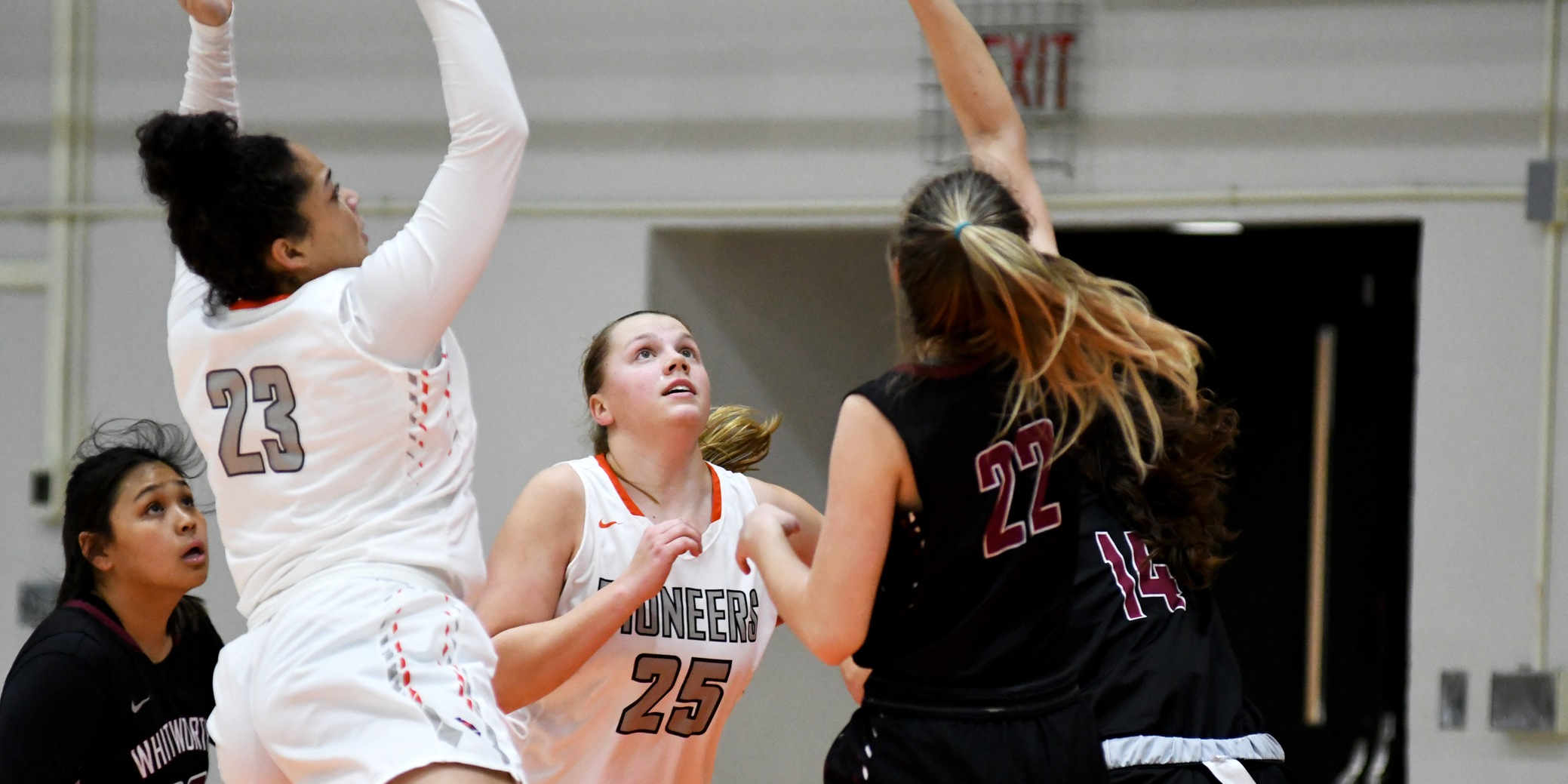 Pioneers unable to earn comeback win despite strong third quarter