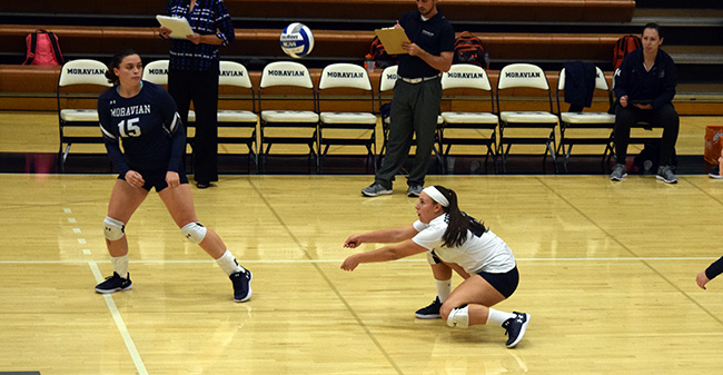 Jean Markovic '18 digs up a ball versus Susquehanna University.