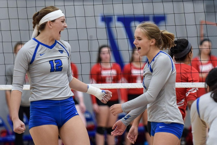 Lauren Gedney (l) and Nicole Doerges (r) combined for 37 kills in the win (Julia Monaco).