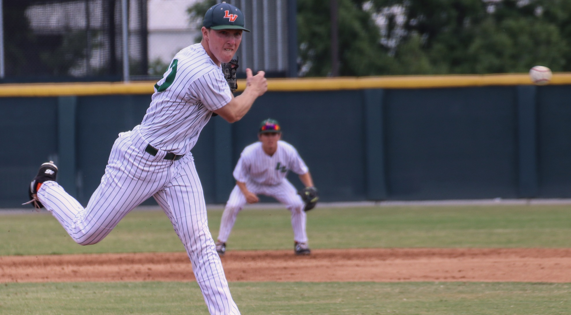 Baseball falls to Linfield in doubleheader