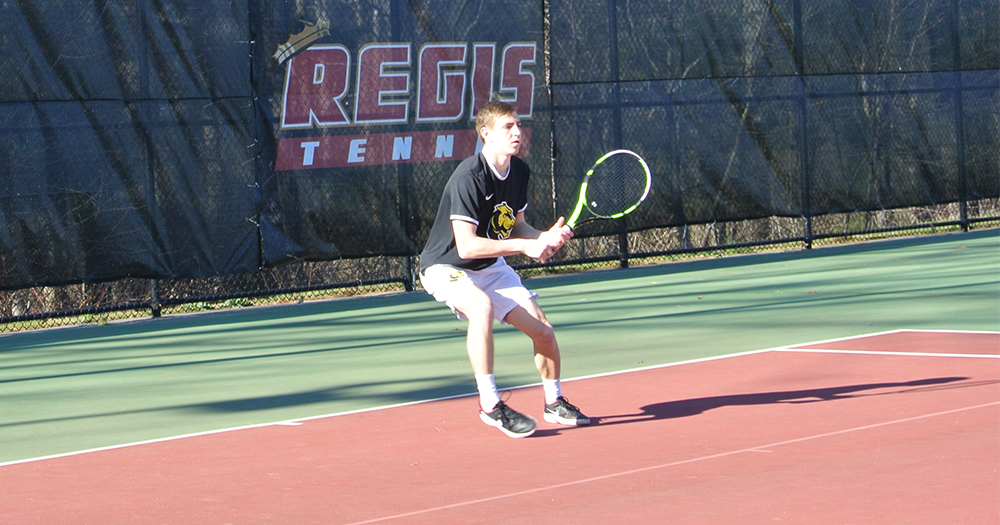 Men's Tennis Cruises Past Suffolk